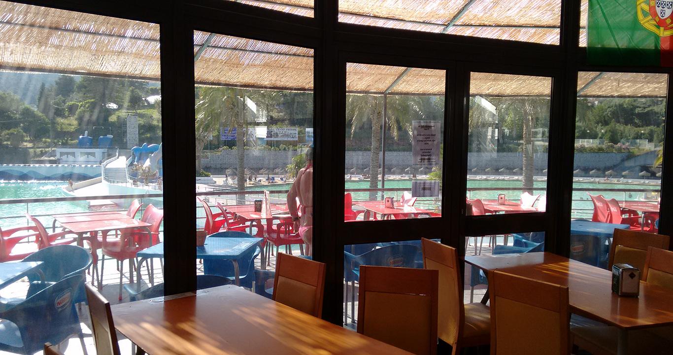 Interior de Restaurante da Praia das Rocas
